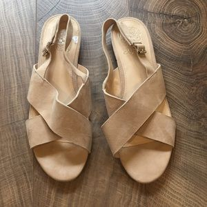 Nude suede leather Vince camuto sandals